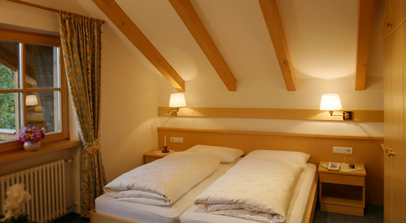 Attic room with double bed at Residence Sonnwies